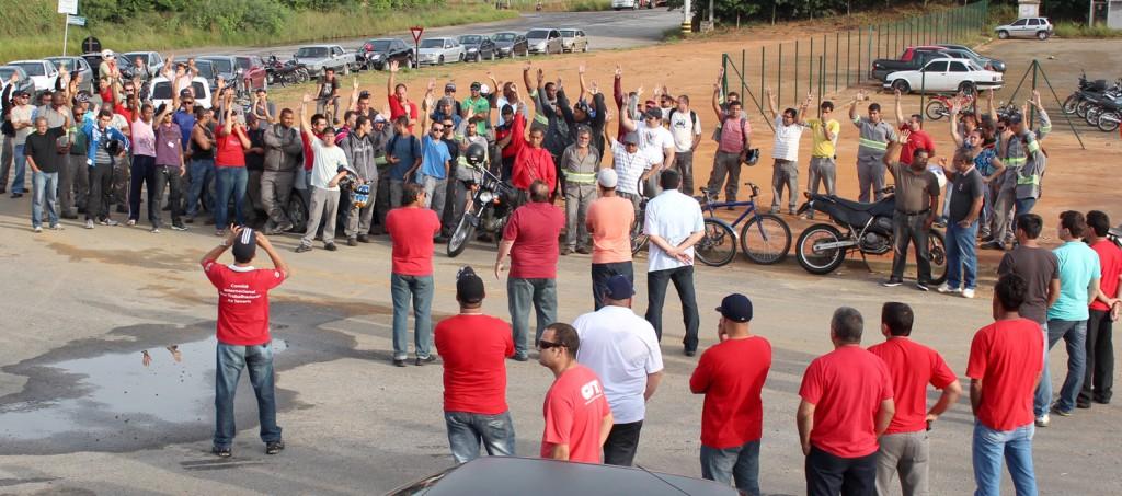 Trabalhadores aprovam proposta conquistada com dois dias de greve