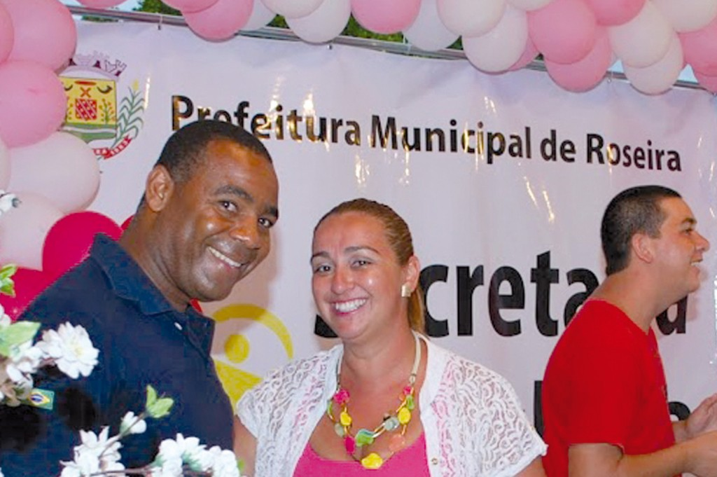 Valdir Augusto e Rosana, da Secretaria de Cultura de Roseira; o prefeito municipal Jonas Polydoro também esteve presente / Crédito Assessoria Prefeitura