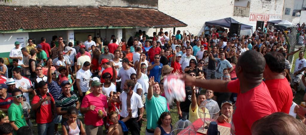 Público lotou o Campo da Ferroviária para curtir futebol, sorteios, brinquedos para crianças e exposição fotográfica