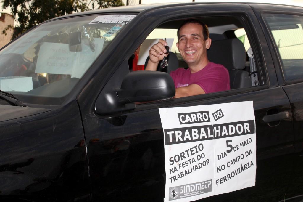 O vencedor do sorteio do carro, Marcio Ramos da Silva, da Gerdau