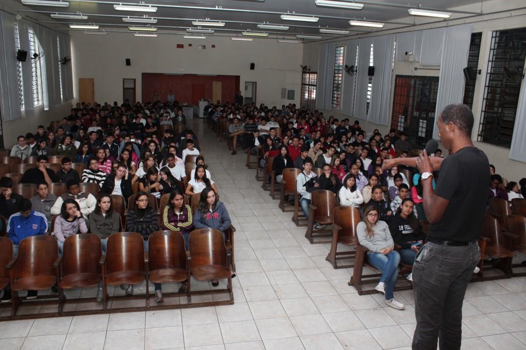 """Palestra aos alunos da ETEC João Gomes de Araújo dá início às atividades da """"Semana da Liberdade"""""""