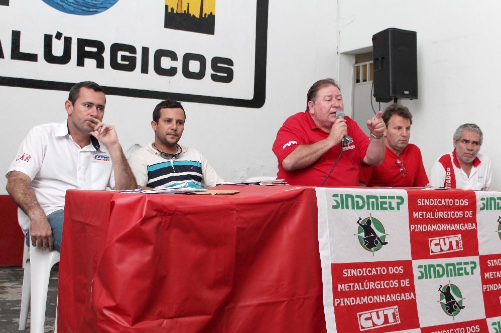 """Direção do sindicato que compôs a mesa: Herivelto """"Vela"""", Luciano """"Tremembé"""", Renato """"Mamão"""", Romeu Martins e José Jacintho """"Jacaré"""""""