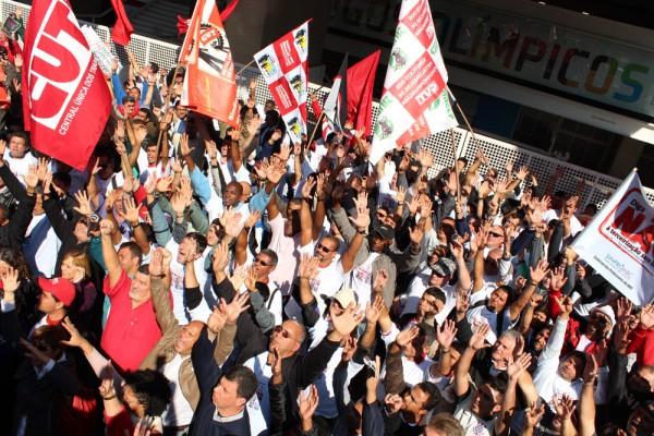 Mais de mil pessoas participaram do tradicional ato público na av. Paulista do lançamento da Campanha Salarial dos metalúrgicos da CUT