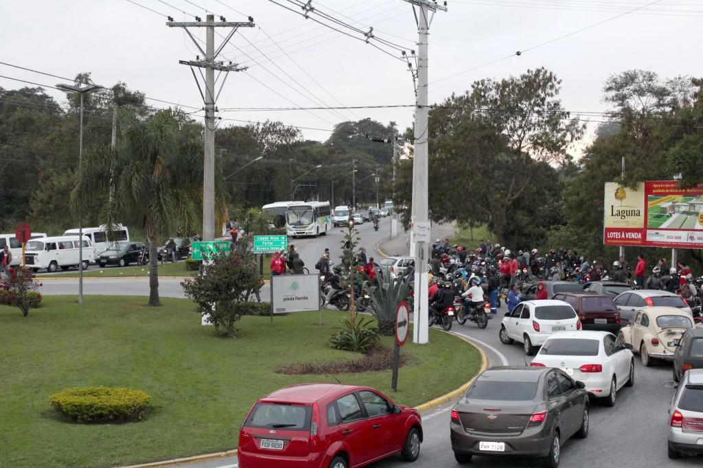 Protesto na rotatória no Parque da Cidade, no bairro Santa Cecília