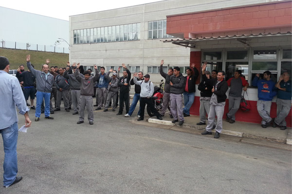 Trabalhadores aprovam entrega do comunicado de greve caso as negociações não avancem