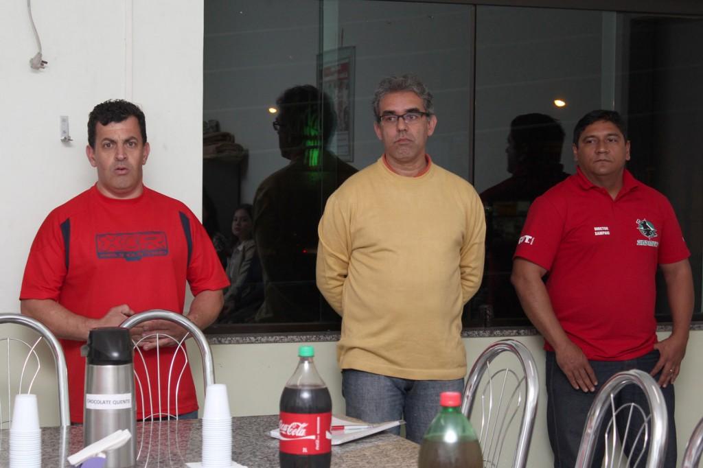 O secretário de Formação, Celso Alves Antunes, o professor Carlos Alberto de Souza e o diretor de Segurança e Meio Ambiente, Francisco Sampaio