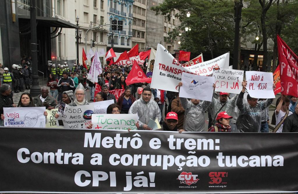 Passeata pelas Ruas do Centro de São Paulo/SP contra a corrupção no transporte público.Crédito Dino Santos
