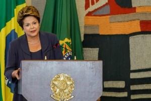 Dilma: 'Não concordamos com processos que reduzem direitos dos trabalhadores'