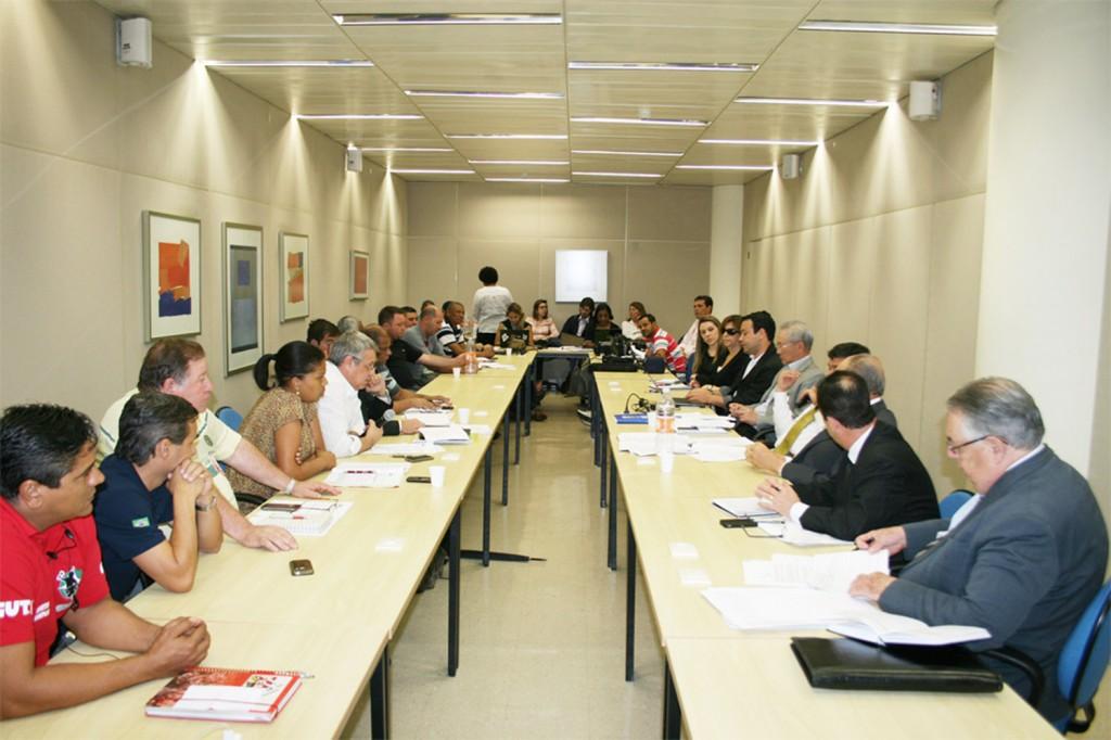 Dirigentes de Pinda: Francisco Sampaio, Marcio Fernandes e Renato Mamão participaram da reunião, na sede do Sinaees (Crédito Mídia Consulte)