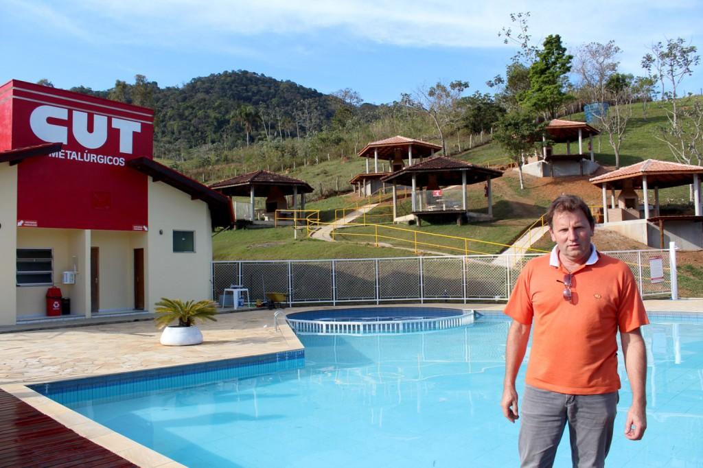 Vice-presidente Romeu Martins acompanhou as obras de perto; ao fundo, os quiosques construídos
