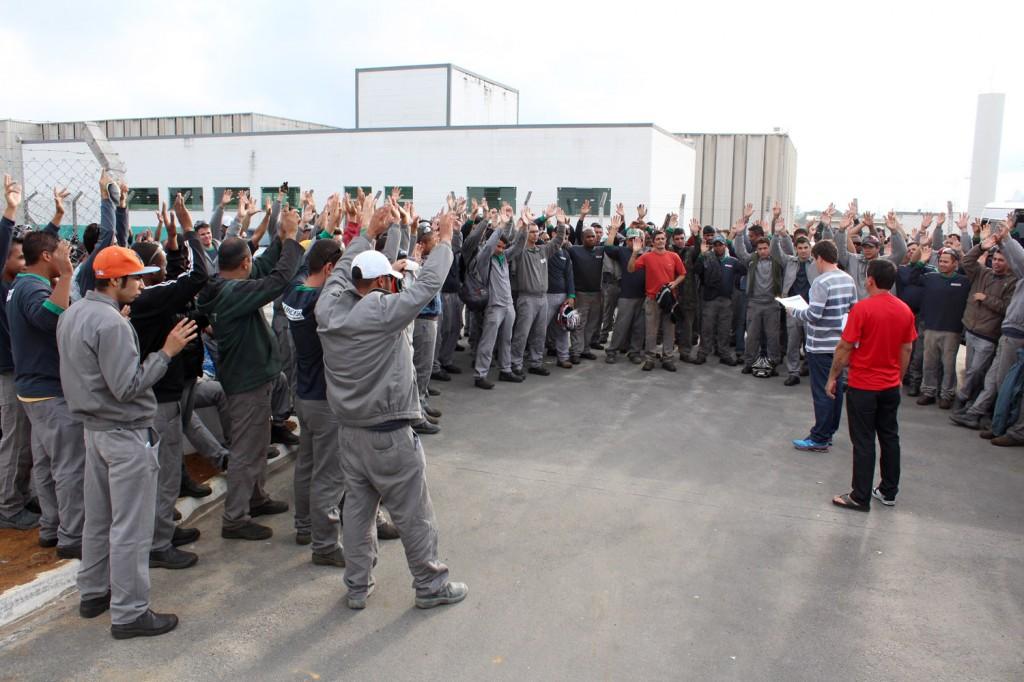 """Trabalhadores aprovam acordo do aumento salarial, com abono, mais PLR e a tão esperada jornada do """"sábado sim, sábado não"""""""
