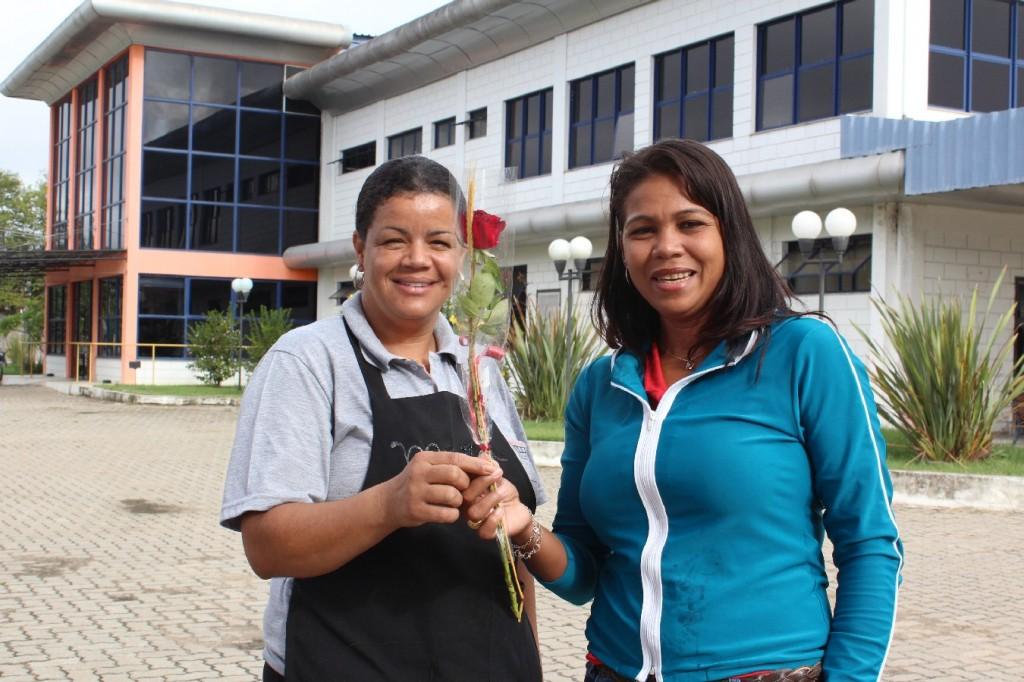 07.03.14 Entrega de Rosas pelo Dia da Mulher.IMG_8060