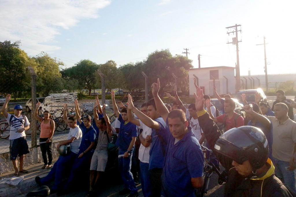 20.03.14 Elfer.Assembleia aprova comunicado de greve por PLR.Crédito Benedito Irineu_065418