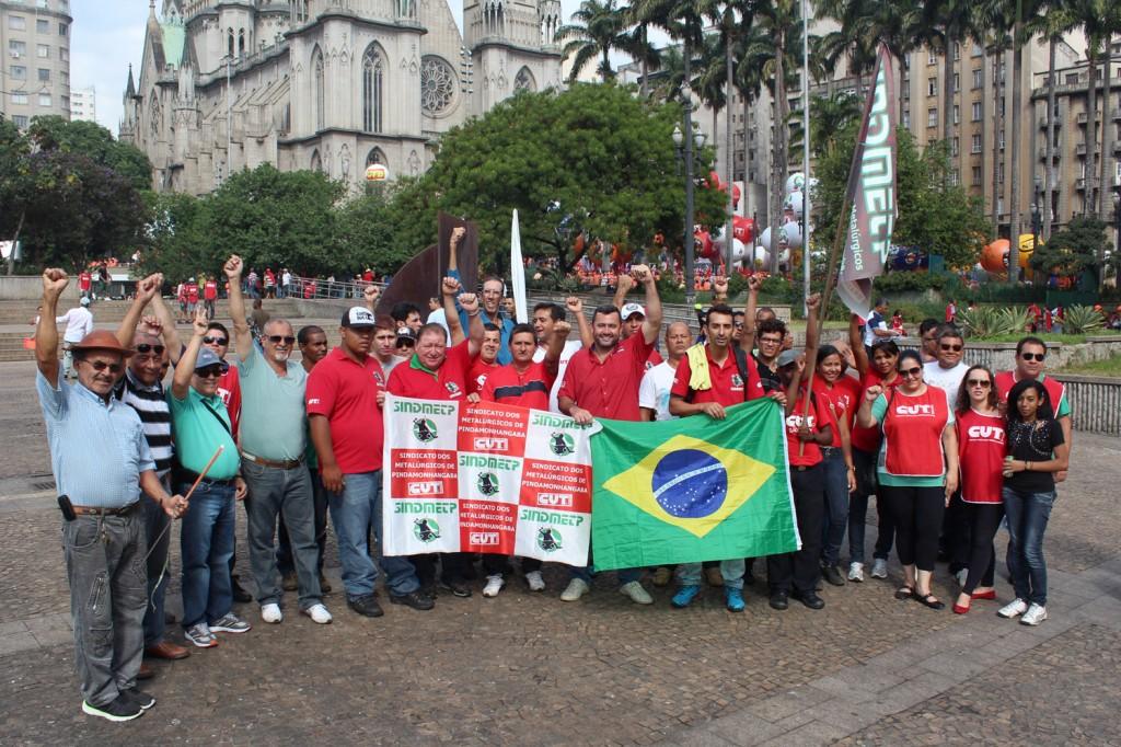 Direção de Pinda na concentração da 8ª Marcha da Classe Trabalhadora, na praça da Sé