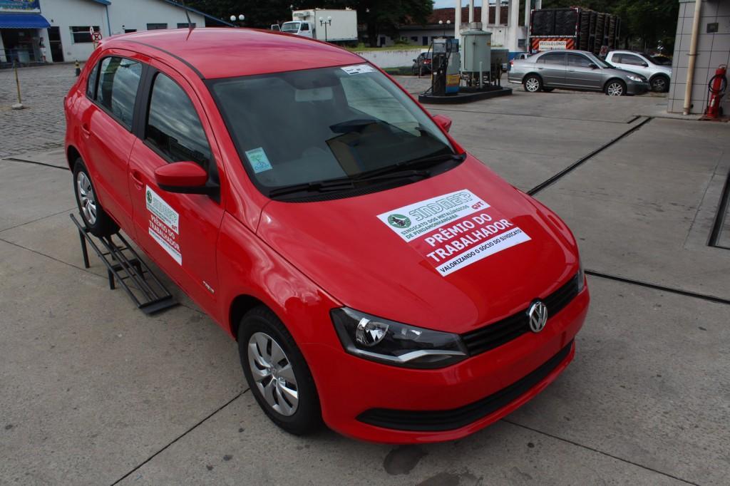 Carro que será sorteado para sócios, um Gol G6 - Trend, com direção hidráulica, vidro e trava elétricos, airbag e freios ABS, além do licenciamento e emplacamento