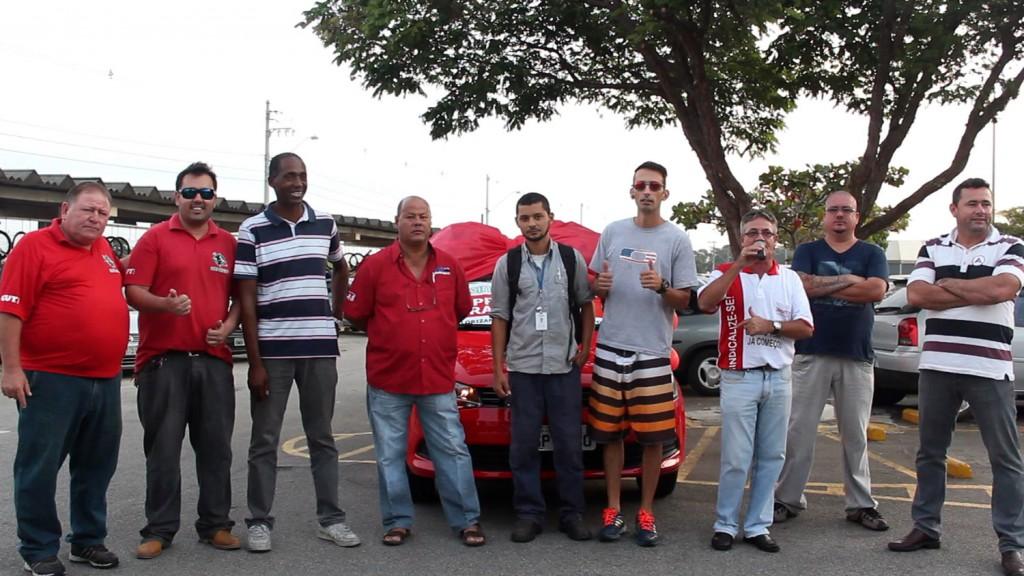 06.05.14 Dia do Trabalhador-Entrega do carro para o ganhador Alan de Oliveira-Confab Equipamentos_0019_1