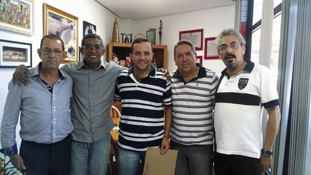 Direção de Pinda no escritório do deputado Vicentinho do PT, em São Paulo, entregando a carta (crédito da foto: Divulgação)