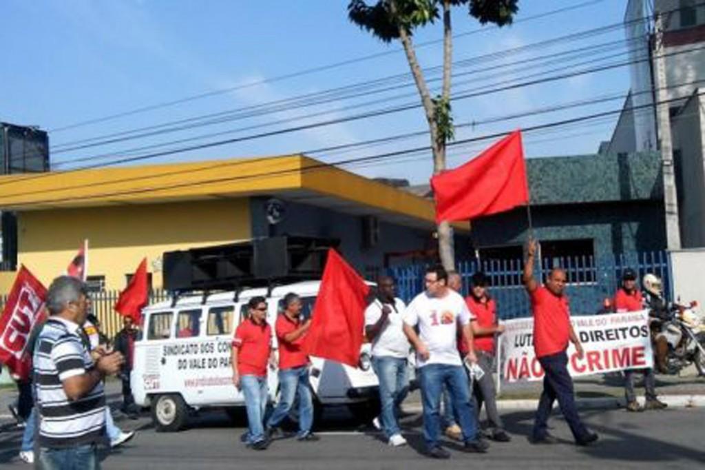 Protesto da CUT contra prisão de dirigente do Sindicato dos Condutores (Crédito CUT Vale do Paraíba)