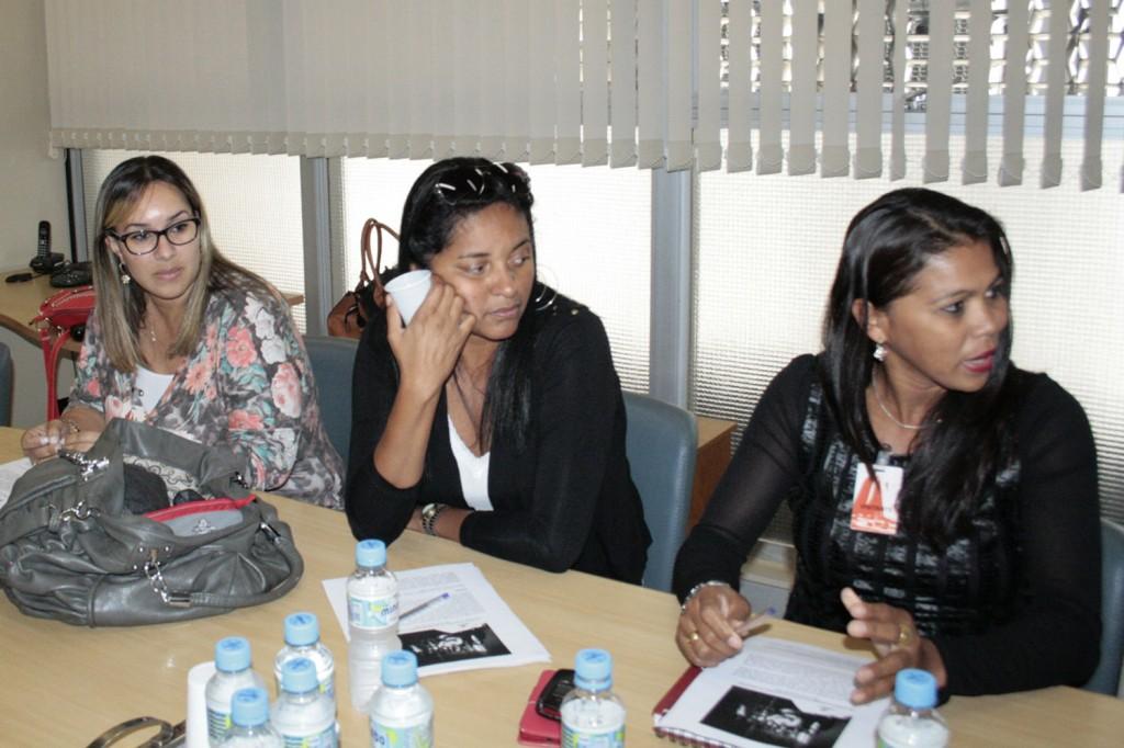 À direita, a dirigente sindical de Pinda, Maria Auxiliadora, da Confab Tubos (Crédito Mídia Consulte)
