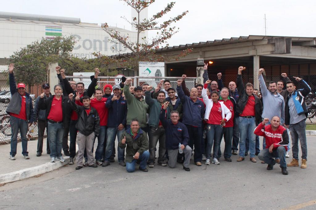 Direção do sindicato unida no movimento, que contou com reforço do Sindicato dos Metalúrgicos de Taubaté e dos Condutores da região