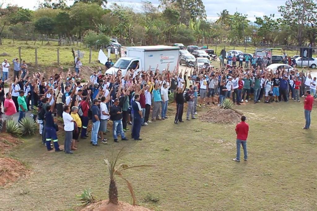 Em assembleia, trabalhadores do turno da tarde reafirmam posicionamento de greve
