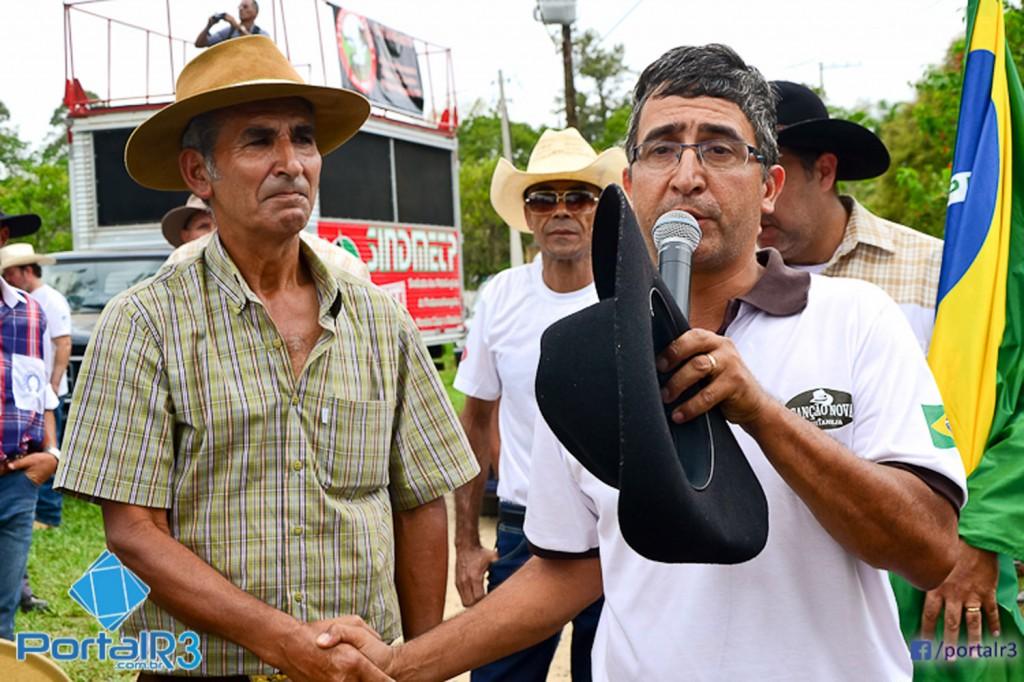 Ao microfone, o missionário Paulo Eleutério – Paulinho, da Canção Nova (Crédito Célia Lima - Portal R3)
