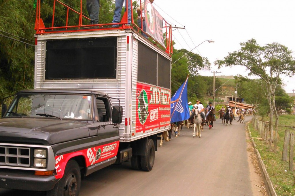 Caminhão de som do sindicato puxou a cavalgada ao som de músicas religiosas sertanejas (Crédito Divulgação)