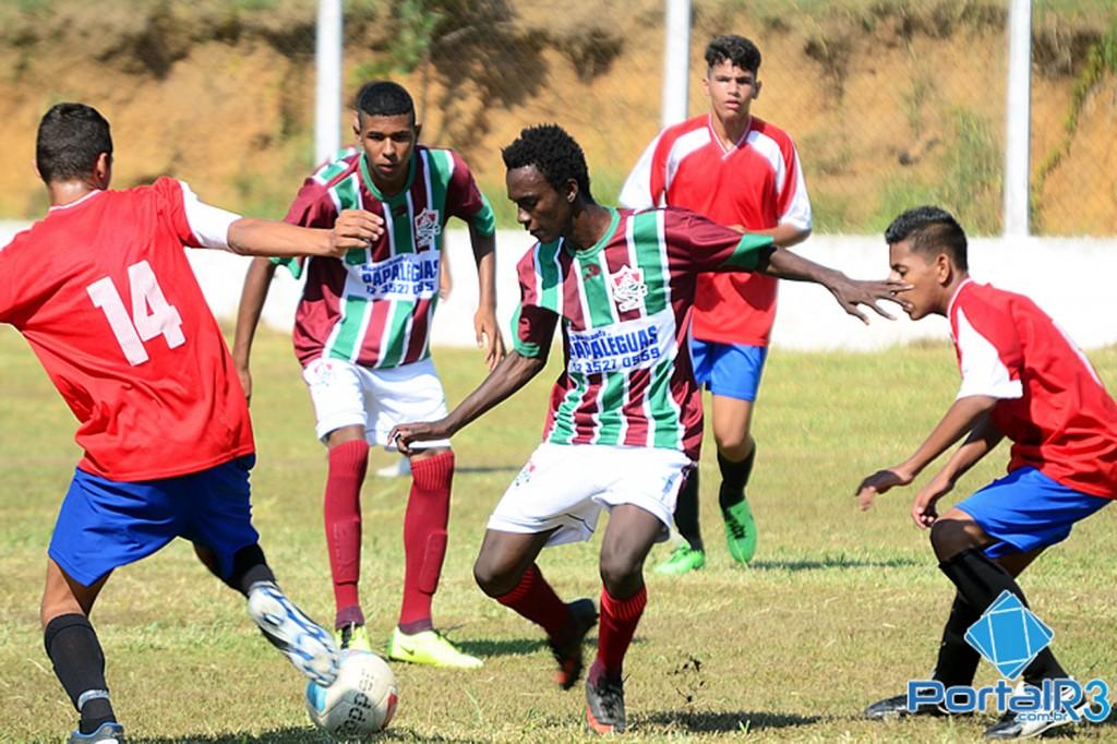 O Fluminense, de verde e branco, venceu o Ouro Verde por 5 a 1 (Foto Luis Claudio Antunes/Portal R3)
