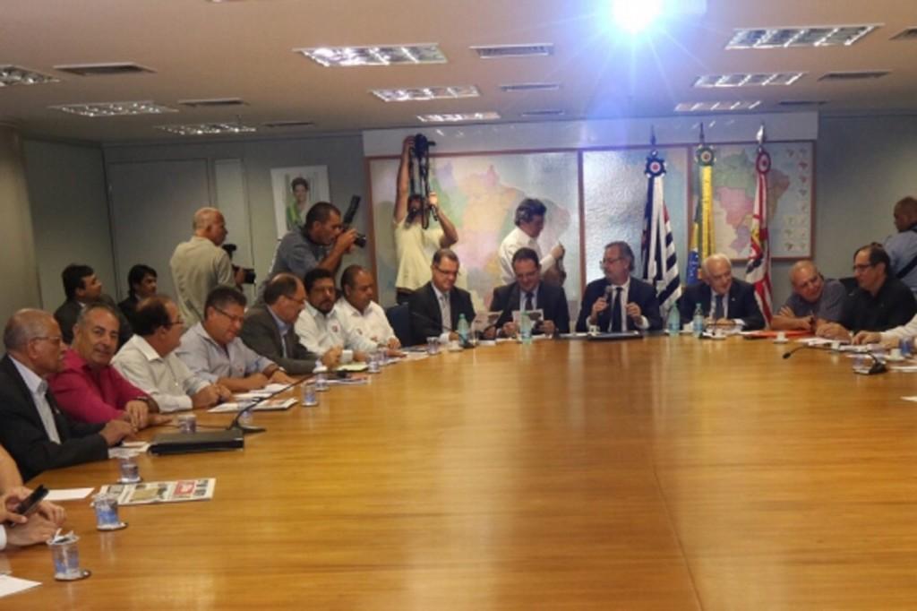 Reunião da CUT e demais centrais com governo para discutir MPs (Crédito Roberto Parizotti)
