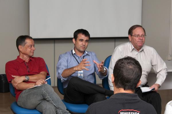 O chefe da sessão de Saúde do Trabalho, Cézar Borges, o chefe do serviço de benefícios do INSS, Marco Aurélio Ferreira de Moraes, e o gerente executivo, José Benedito Barbosa