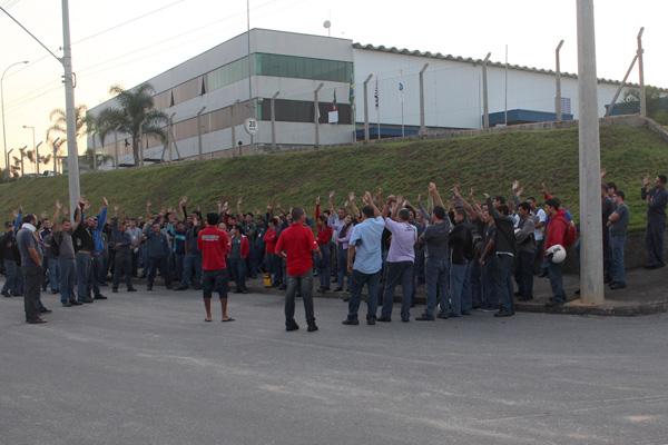 Trabalhadores aprovam em assembleia início da greve contra aumento no custo do convênio médico