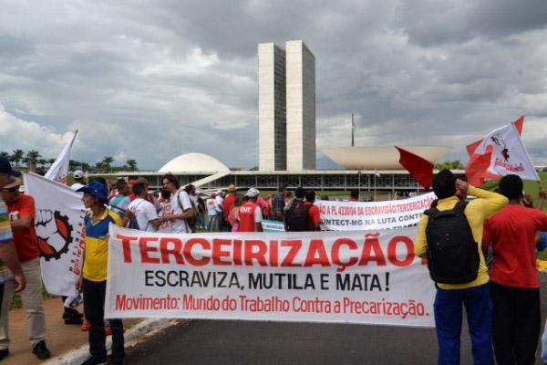 Protesto contra PL 4330 em Brasília(Foto: Deva/Sinpro-DF)