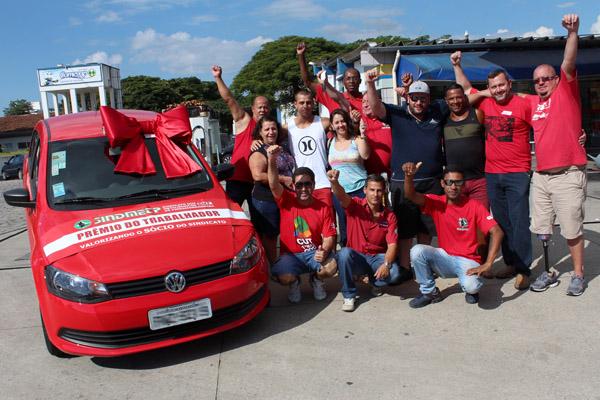 Ao centro, de branco, o ganhador Guilherme Moreira Lima, da Gerdau, que está no período de carência como sócio do sindicato