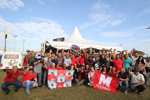 Dirigentes da FEM visitam acampamento dos demitidos da FEM. 17.06.2015 Fotos: Adonis Guerra/SMABC