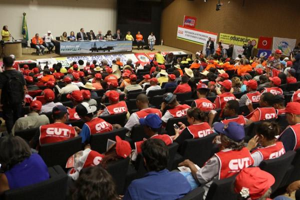 Auditório lotado deu recado: Petrobras é nossa e ninguém leva (Foto Augusto Coelho)