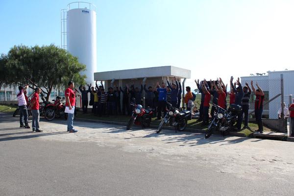 Trabalhadores aprovam proposta conquistada após paralisação e ameaça de greve