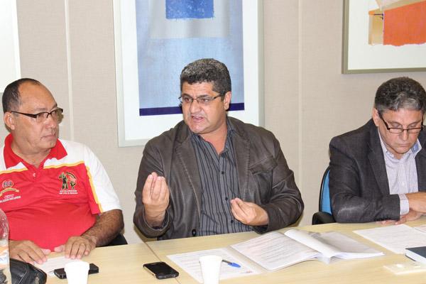Manoel Neres, diretor do Sindicato dos Metalúrgicos de Itu, Carpinha, Secretário Geral da FEM e Dr. Raimundo Oliveira - foto: Viviane Barbosa/ Mídia Consulte
