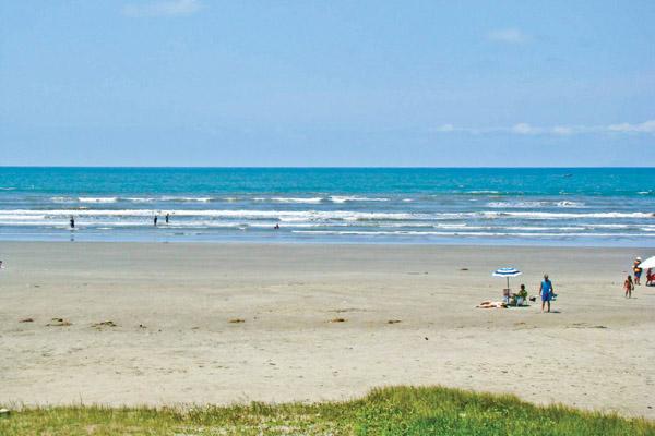 Praia do Suarão, que fica a poucos metros da Colônia (Torres Foto e Vídeo)