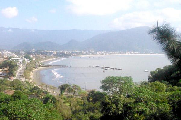 Vista da praia do Itaguá da sacada da colônia de férias do sindicato; sorteio será para estadia de 5 dias durante o feriadão de Carnaval