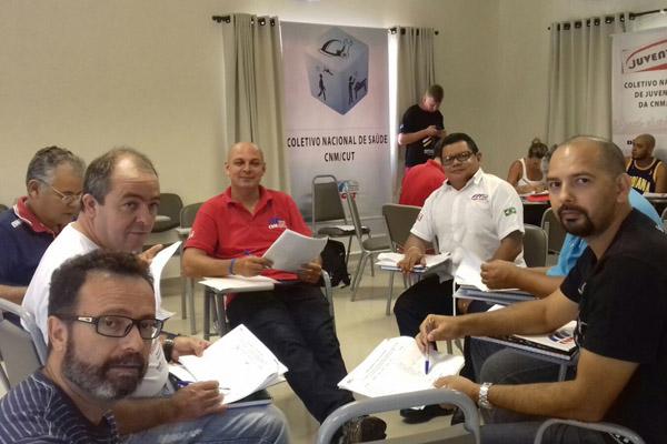 De vermelho, Marcelo Pepeo, junto ao Coletivo de Saúde da CNM (foto Divulgação)