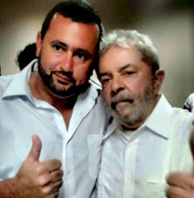 O secretário geral do sindicato, Vela, também presidente do PT Pinda, junto ao ex-presidente metalúrgico (foto arquivo pessoal)