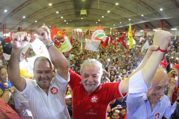 Vagner, Lula e Rui Falcão em plenária no último dia 4, em São Paulo (foto Ricardo Stuckert - Instituto Lula)