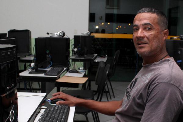 Marcelo Monteiro, trabalhou na Elfer, depois na Prazzo Engenharia - terceira dentro da Novelis - e está se qualificando para voltar ao mercado de trabalho