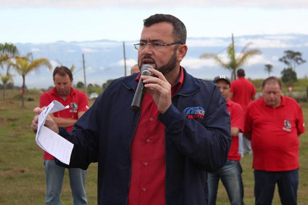 Ao microfone, Herivelto Moraes – Vela, sindicalista pela Gerdau e futuro presidente do sindicato