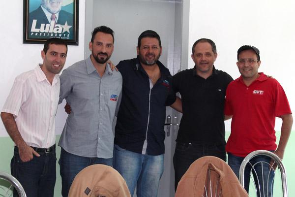 Ao centro, o novo secretário de Formação do Sindicato dos Metalúrgicos de Pinda, Marcos Prudente