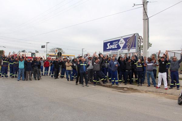 Trabalhadores aprovam comunicado de greve contra quebra do acordo feito para a implantação do convênio