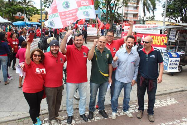 Ato reuniu diversas categorias na praça Dom Epaminondas, no centro de Taubaté