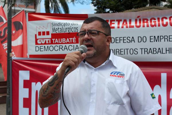 O coordenador da subsede da CUT no Vale do Paraíba, Otávio Batista