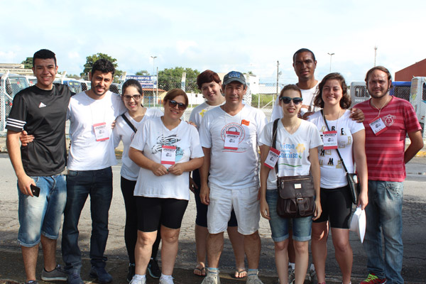 Voluntários da Casa do Caminho na campanha Natal Solidário do ano passado