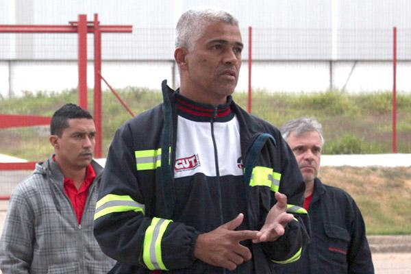 Ao centro, o dirigente sindical Célio da Silva - Celinho